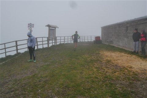 TRAIL di PIZZO San Michele N°3157 FOTO scattate a raffica in VETTA da Peppe Dalessio con nebbia e gran freddo - foto 321