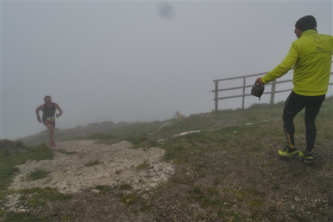 TRAIL di PIZZO San Michele N°3157 FOTO scattate a raffica in VETTA da Peppe Dalessio con nebbia e gran freddo - foto 680