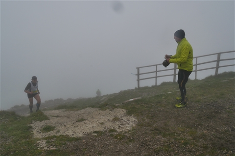 TRAIL di PIZZO San Michele N°3157 FOTO scattate a raffica in VETTA da Peppe Dalessio con nebbia e gran freddo - foto 796
