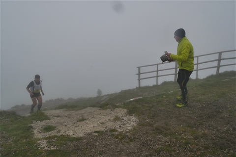 TRAIL di PIZZO San Michele N°3157 FOTO scattate a raffica in VETTA da Peppe Dalessio con nebbia e gran freddo - foto 797