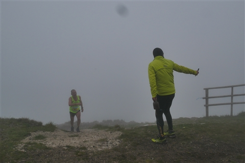 TRAIL di PIZZO San Michele N°3157 FOTO scattate a raffica in VETTA da Peppe Dalessio con nebbia e gran freddo - foto 897