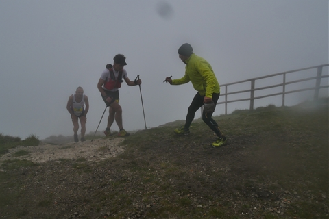 TRAIL di PIZZO San Michele N°3157 FOTO scattate a raffica in VETTA da Peppe Dalessio con nebbia e gran freddo - foto 1101