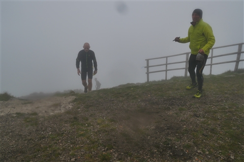 TRAIL di PIZZO San Michele N°3157 FOTO scattate a raffica in VETTA da Peppe Dalessio con nebbia e gran freddo - foto 1158